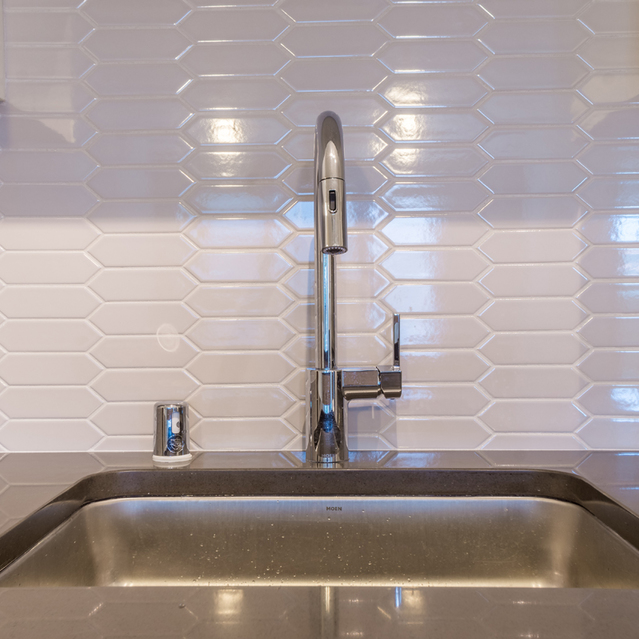 The Braydon - Kitchen Sink With White Backsplash
